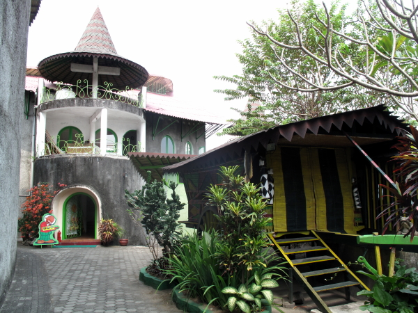 http://asiaforvisitors.com/indonesia/java/central/yogya/museum-affandi/IMG_1367.JPG